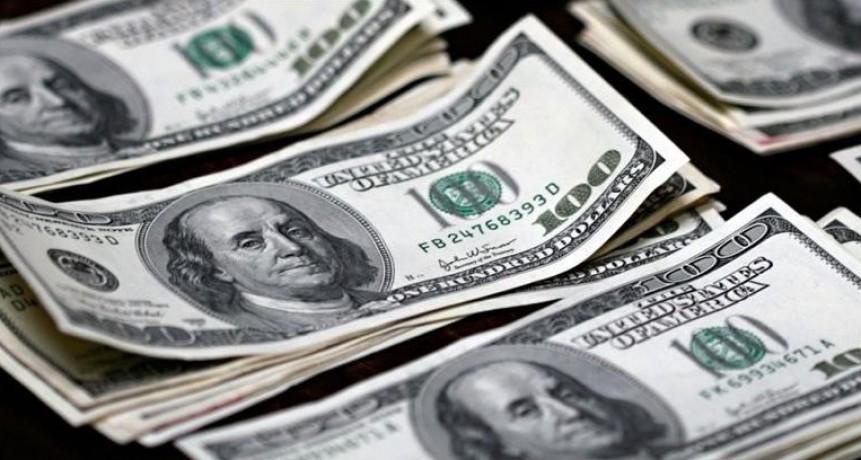 Respiro en la corrida cambiaria: el dólar cayó un 4,7% a $ 38 (en el mes, se disparó un 35,5%)
