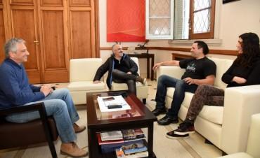 José Eseverri recibió al artista local Mariano Verón