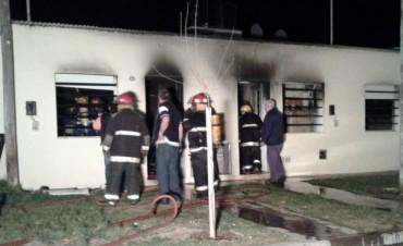 Grave incendio afectó a dos departamentos