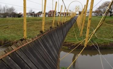 El Municipio licitará la reparación del puente colgante de la calle Merlo