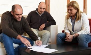 El Gobierno Municipal entregó un subsidio al Club Estudiantes
