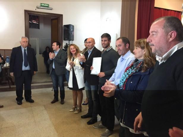 """El deportista Agustín Vernice recibió el """"Honor al Mérito Ciudadano"""" en el Concejo Deliberante"""