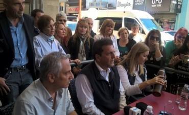 Massa en campaña paso por Olavarría y se mostró junto a José  Eseverri