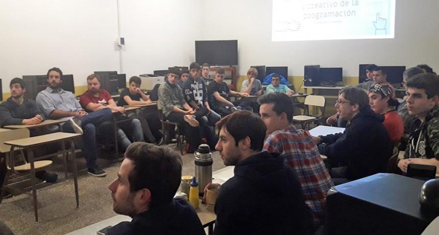 El Municipio ayuda a los jóvenes a desarrollar su máximo potencial en programación y tecnología