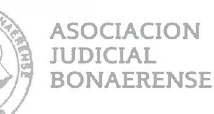 Judiciales paran y marchan