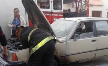 Principio de incendio de un automóvil