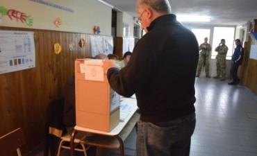 Con menos demora que en agosto, abrieron los locales de votación