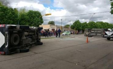 Un efectivo policial desafectado tras el choque de móviles