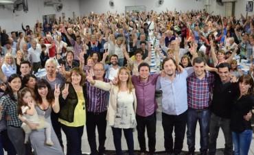 Día de la Lealtad: El peronismo se congregó en el club Mariano Moreno