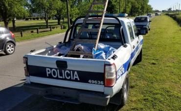 Policía descuelga pasacalles cercanos a lugares de votación