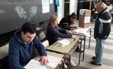 Elecciones en marcha: en líneas generales las escuelas se habilitaron en horario