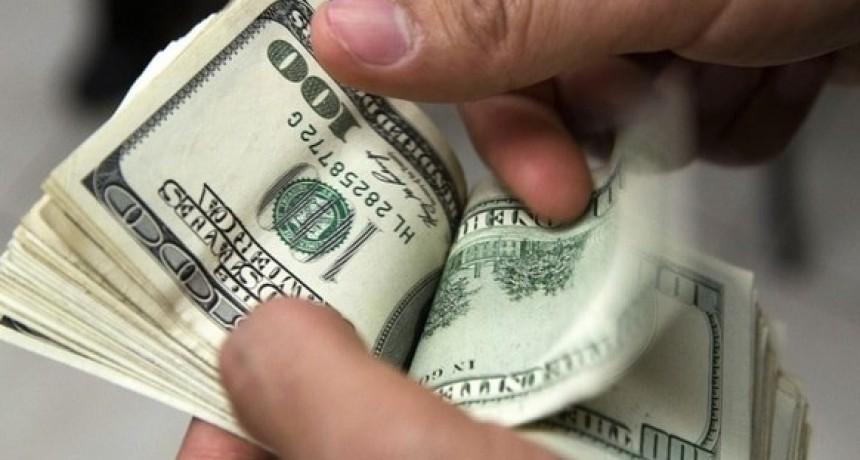 El dólar perdió más de 8% en la semana y cerró debajo de los 39 pesos