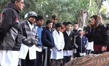 """El equipo de """"Rayuela"""" trabaja junto a establecimientos educativos para la concreción de un nuevo Sendero de la Salud"""