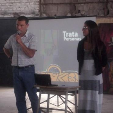 Más de 100 estudiantes participaron de una charla-debate sobre trata de personas