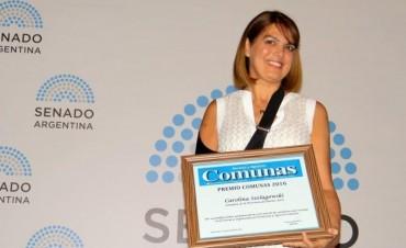 "Carolina Szelagowski recibió el Premio ""Comunas 2016"""