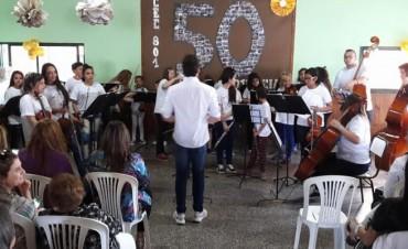 La Orquesta Escuela en las bodas de plata del CEC 801