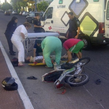 Fuerte choque de dos motos en Vicente López y Colón