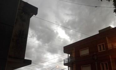 Domingo con atardecer lluvioso
