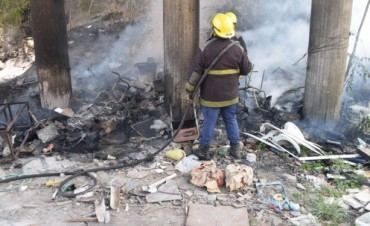 Los bomberos trabajaron en un incendio en el puente de Ruta 226 km 300