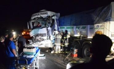 Choque de camiones dejó un herido leve