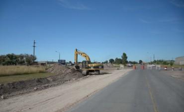 Avanza la construcción de una rotonda de ingreso a los Parques Industriales