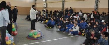 Entrega de bolsos deportivos a Escuelas de Educación Especial