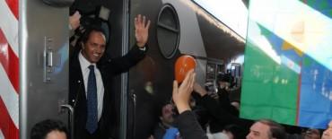 Scioli en el regreso del tren a Tandil