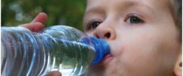 Tomar más agua, evita la obesidad entre los niños