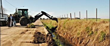 Comenzó la limpieza de canal en Colonia San Miguel