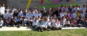 Chicos de las escuelas rurales visitan la muestra de Picasso
