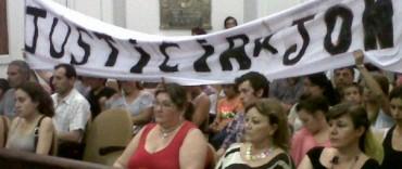 Sesiona el Concejo: previamente familiares de Jona Stramessi marcharon