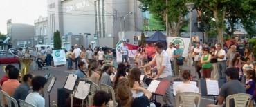 El centro de Olavarría con variada actividad en la tarde noche del domingo