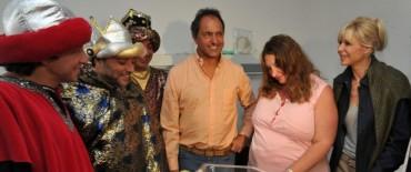 Scioli con Indira, la primera beba nacida por fertilización asistida de 2013