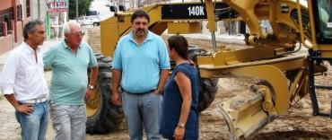 Eseverri recorrió las obras de pavimentación y construcción de la rotonda de acceso a Sierras Bayas