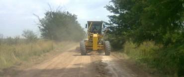 Azul: Trabajos de entoscado y bacheo en caminos rurales