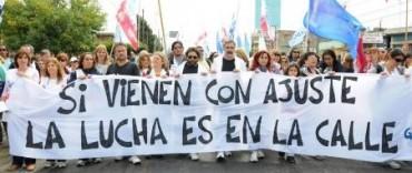 Los docentes llegaron a La Plata en caravana
