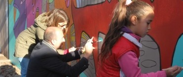 Los chicos de los Centros de Día Municipales intervinieron el mural de Milo Lockett