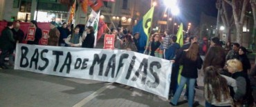 Marcha en repudio al atentado contra la UCR