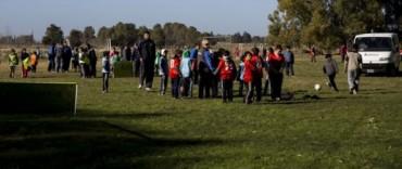 Encuentro de fútbol barrial para niños y adolescentes en La Máxima