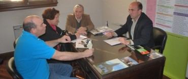 Eduardo Rodríguez entregó un subsidio a la Cooperadora de la Escuela Secundaria Nº 1